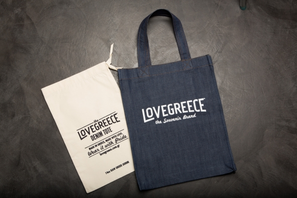 Lovegreece Denim Tote: Μια ελληνική τσάντα από τζιν