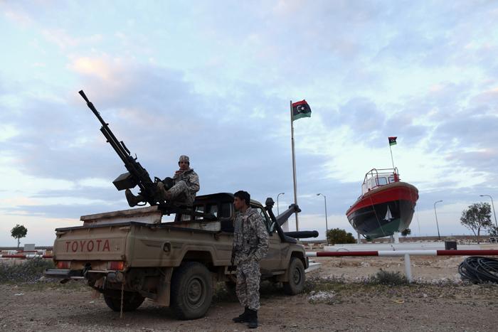 Λιβύη: Επιχείρηση ανακατάληψης λιμανιών και σταθμών φόρτωσης πετρελαίου