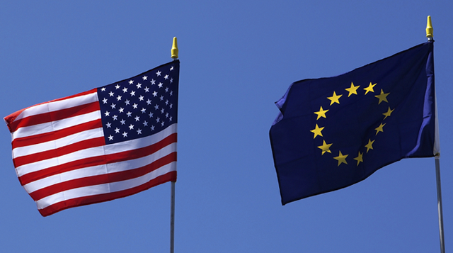 FT: Οι ΗΠΑ κατηγορούν την Ε.Ε. για απόκλιση της υπόσχεσης άρσης δασμών