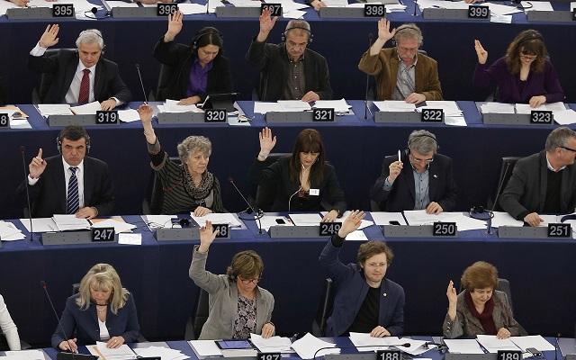 Έγκριση στην έκθεση με τις «αστοχίες» της τρόικας από το Ευρωκοινοβούλιο