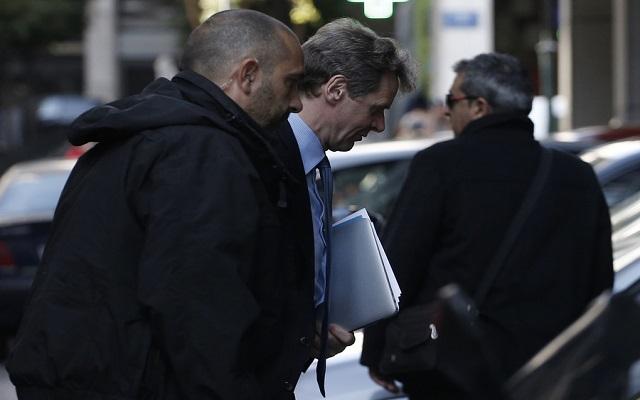 Έξτρα απολύσεις το 2015 εξακολουθεί να ζητάει η τρόικα
