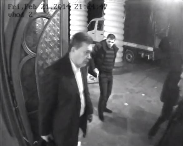 Βίντεο ντοκουμέντο: Ο Γιανουκόβιτς εγκαταλείπει την Ουκρανία