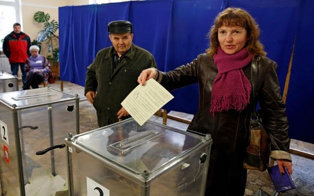Άνοιξαν οι κάλπες στην Κριμαία