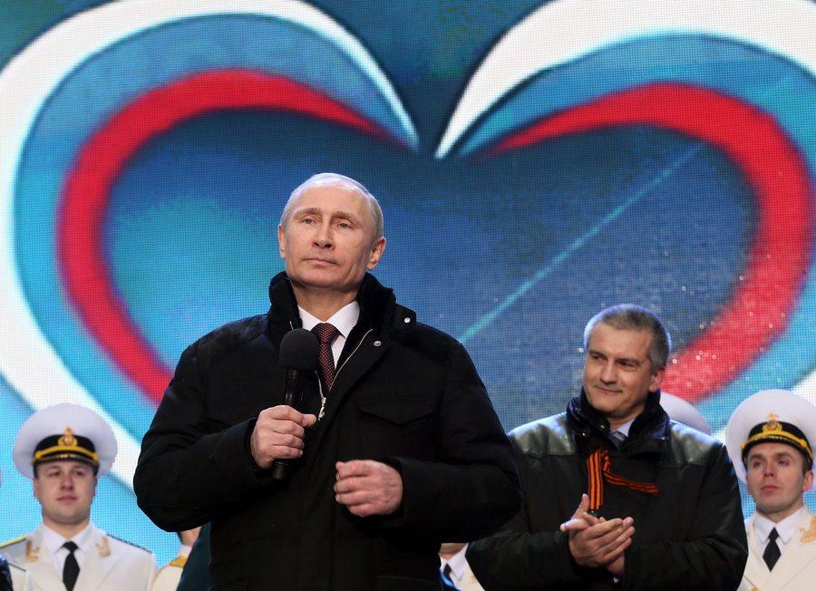 Υψώθηκαν ρώσικες σημαίες σε ουκρανική βάση της Σεβαστούπολης