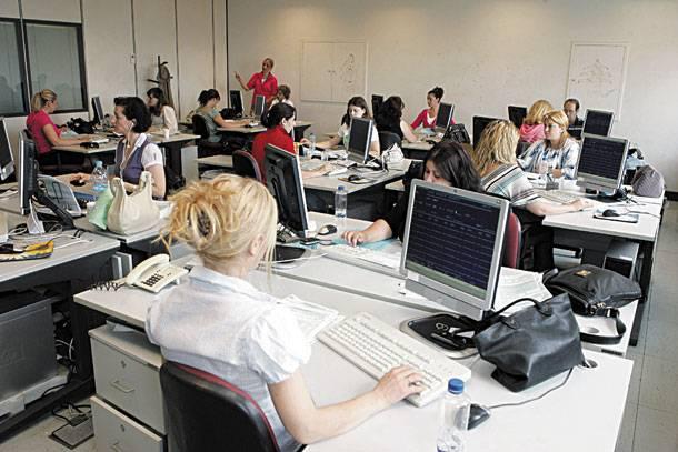 Παράταση στην αξιολόγηση των δημοσίων υπαλλήλων