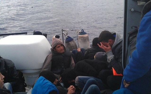 Σε εξέλιξη η περισυλλογή 408 μεταναστών δυτικά της Κρήτης