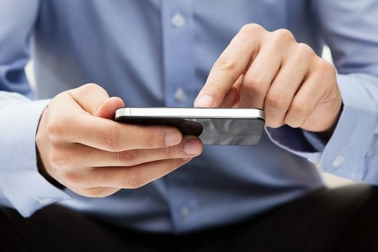 Η υπέρμετρη χρήση έξυπνων κινητών μπορεί να βλάψει τα μάτια