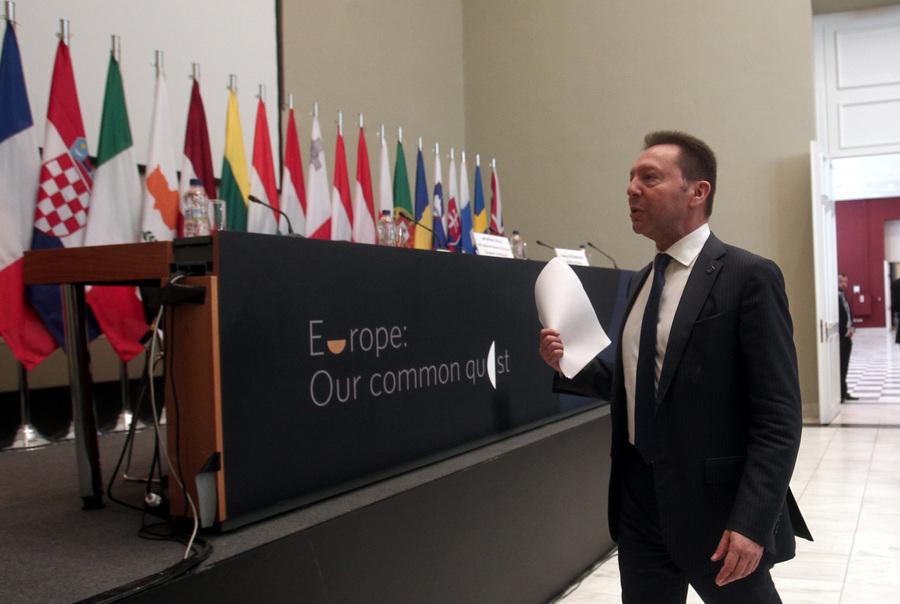 Ο Στουρνάρας είναι ευτυχισμένος στο υπουργείο Οικονομικών