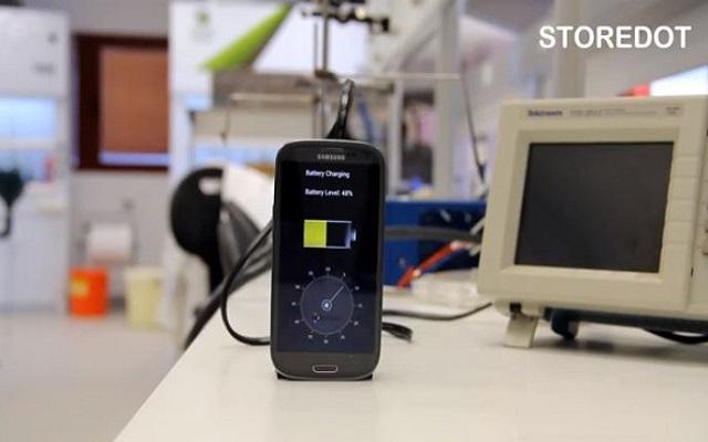 Βίντεο: Φορτίστε το κινητό σας σε 30 δευτερόλεπτα