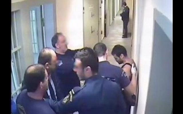 Η μεταφορά του Καρέλι στο κελί και τα άγρια βασανιστήρια – Βίντεο