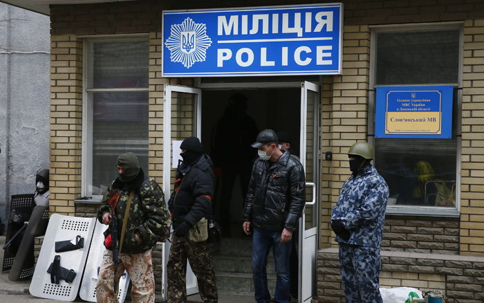 Φιλορώσοι καταλαμβάνουν αστυνομικά κτίρια στην Ουκρανία