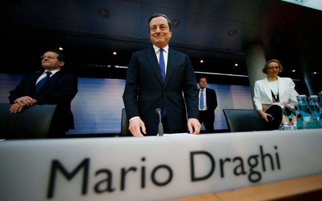 EKT: Η Ελλάδα πρέπει να επιμείνει στις μεταρρυθμίσεις
