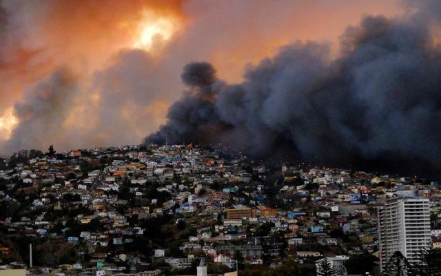 Πύρινη λαίλαπα στον «παράδεισο» της Χιλής (Φωτογρ.)