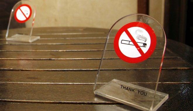 Πρόστιμο στο καφενείο της Βουλής λόγω… αντικαπνιστικού