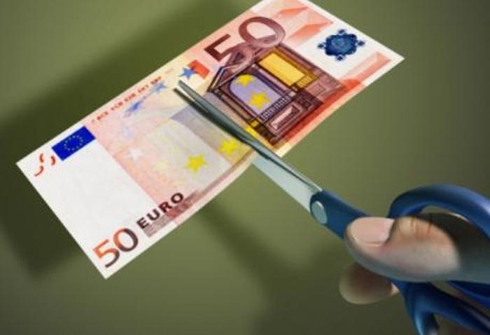 Συνεχίζουν να μειώνονται οι μισθοί στην Ελλάδα