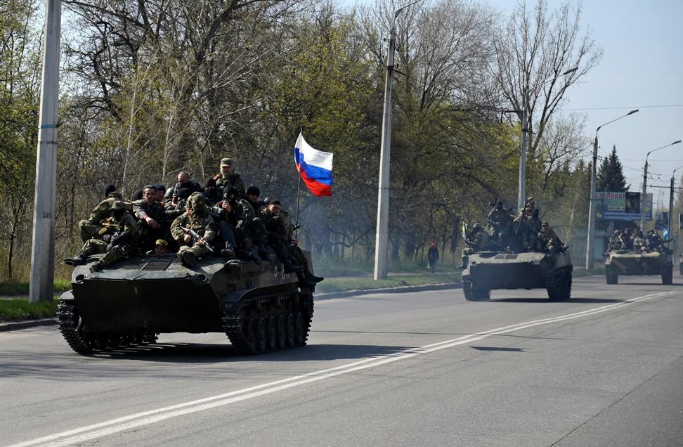 Υψώνονται ρωσικές σημαίες στην ανατολική Ουκρανία