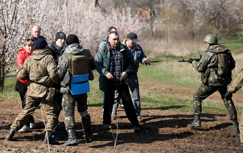 Βυθίζεται στον εμφύλιο η Ουκρανία – Συγκρούσεις με νεκρούς