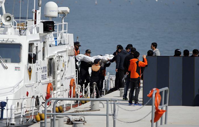 Στους 54 οι νεκροί από το ναυάγιο στη θάλασσα της Νότιας Κορέας