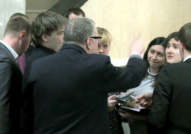 Βίντεο: Ρώσος πολιτικός ζητάει να βιάσουν δημοσιογράφο