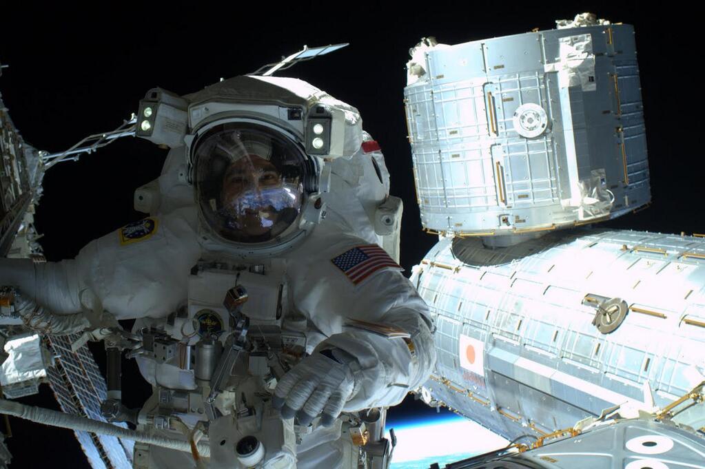 Η πρώτη selfie στο διαστημικό κενό
