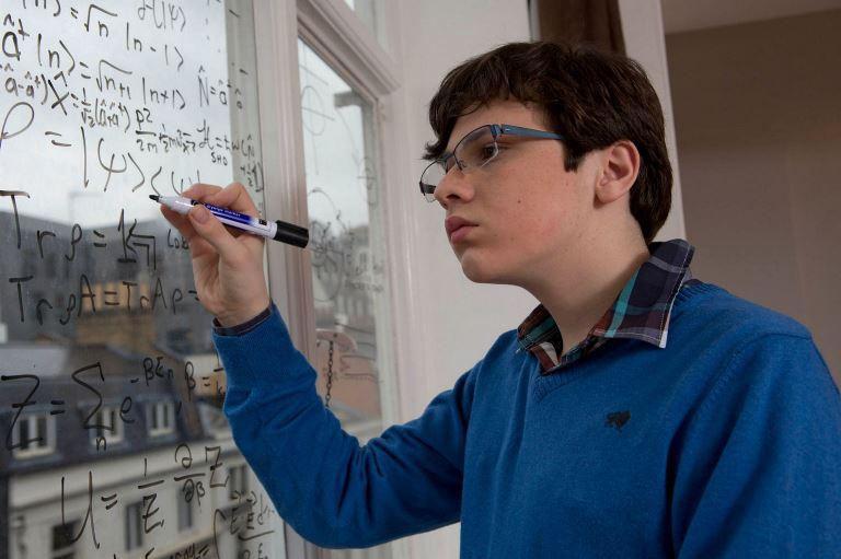Ο μαθητής που είναι πιο έξυπνος από τον Άλμπερτ Αϊνστάιν