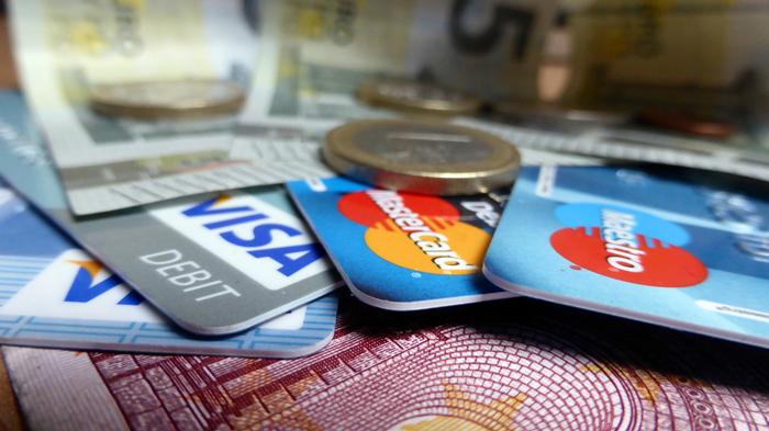 Αλλάζει η στάση των επιχειρήσεων απέναντι στις κάρτες