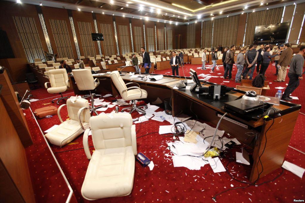 Ένοπλοι εισέβαλαν στο κοινοβούλιο της Λιβύης