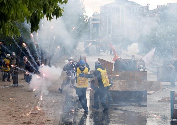 Με δακρυγόνα «υποδέχτηκαν» την Πρωτομαγιά στη Τουρκία