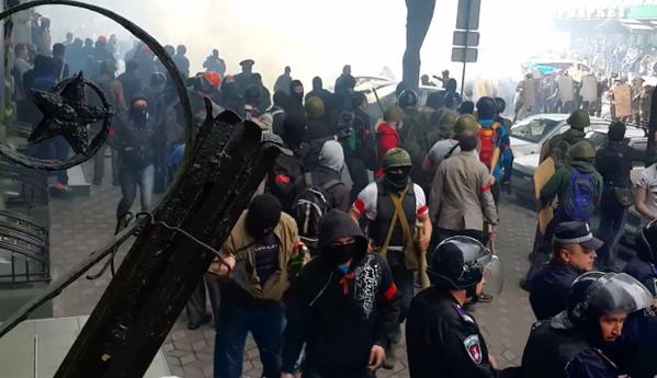 Τρεις νεκροί και αρκετοί τραυματίες στην Οδησσό (βίντεο)