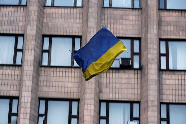 Ουκρανική σημαία κυματίζει πλέον στο δημαρχείο Μαριούπολης