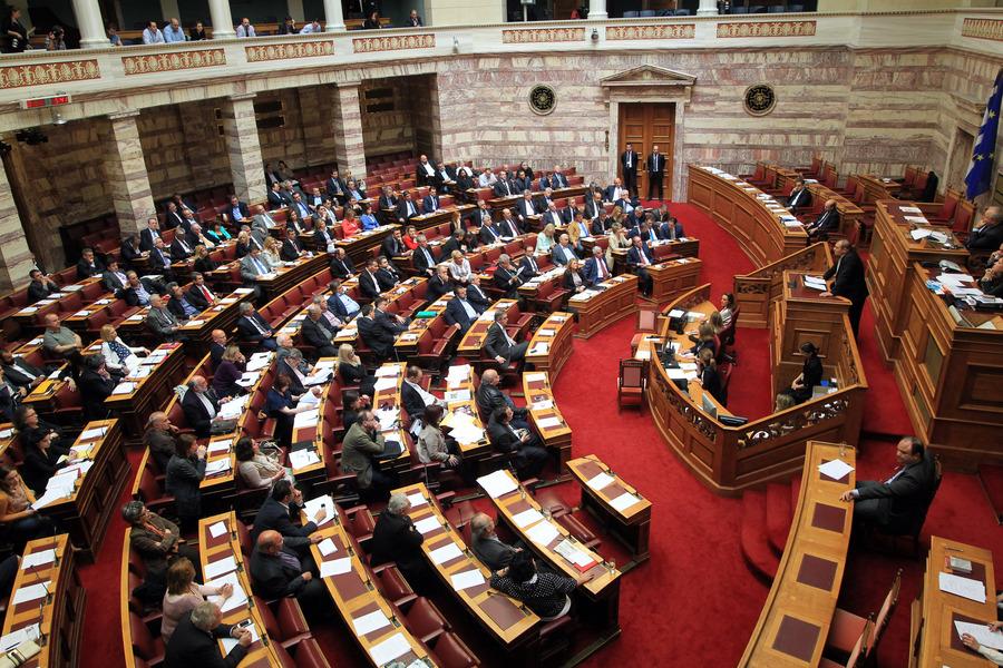 Υπερψηφίστηκε η απλούστευση αδειοδότησης επιχειρήσεων