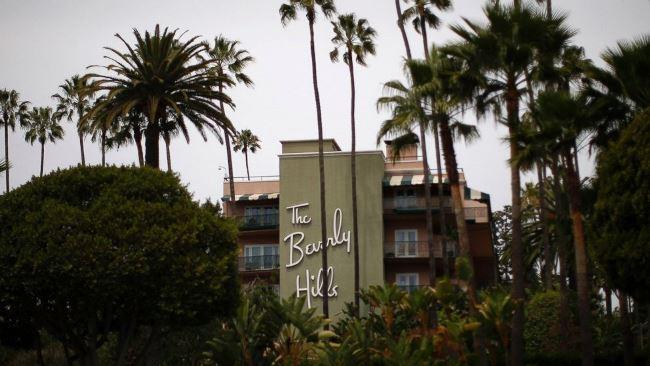 Το Μπέβερλι Χιλς βγάζει τη «μπούρκα» από τα ξενοδοχεία