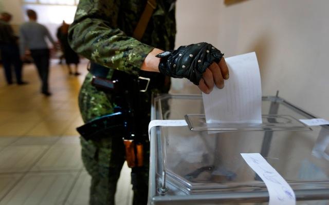 Άμεσο σχηματισμό θεσμών και στρατού επιδιώκουν οι φιλορώσοι αυτονομιστές
