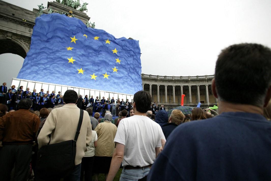 Ο «πόλεμος» της ευρω-αφίσας