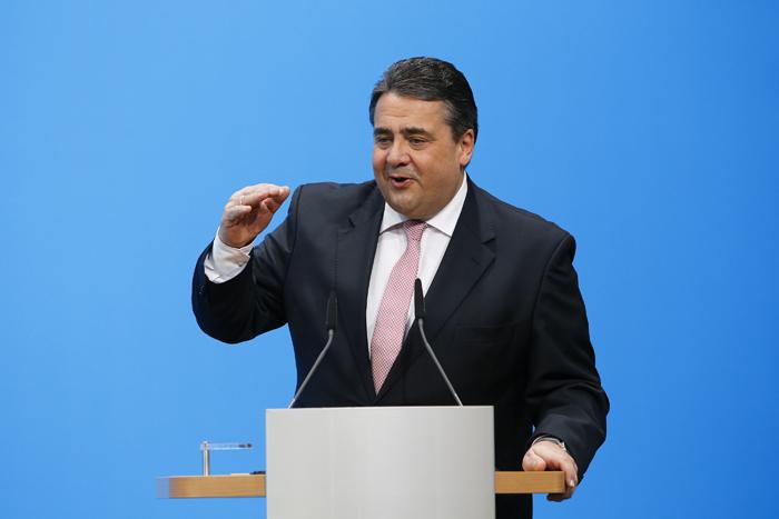 Γερμανός αντικαγκελάριος: «Βλακώδεις» οι εκτιμήσεις για τις πολεμικές αποζημιώσεις