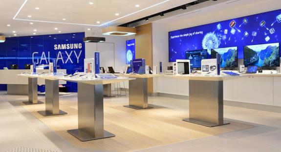 Τον Σεπτέμβριο μας «βάζει τα γυαλιά» η Samsung