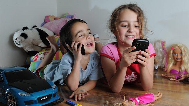 Πόσο βλαβερά είναι τα κινητά για τα παιδιά;