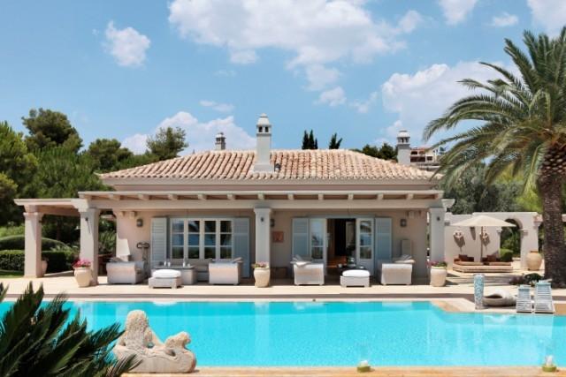 «Μήλον της έριδος» τα φτηνά ελληνικά εξοχικά σπίτια