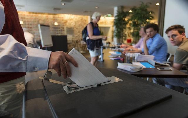 Δεύτερη ημέρα Ευρωεκλογών με ανοιχτές κάλπες σε Ιρλανδία και Τσεχία