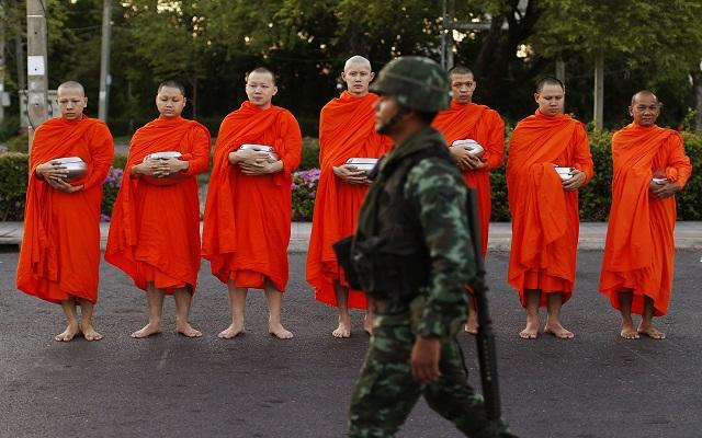 Όλους τους πολιτικούς της χώρας συγκέντρωσε ο στρατός της Ταϊλάνδης