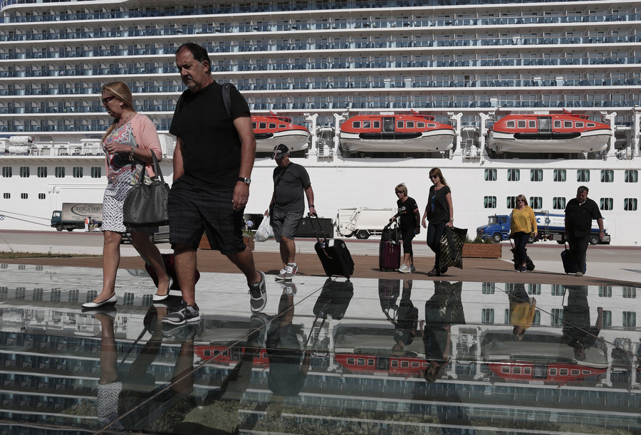 Οι τουρίστες με τα πιο «γερά» πορτοφόλια