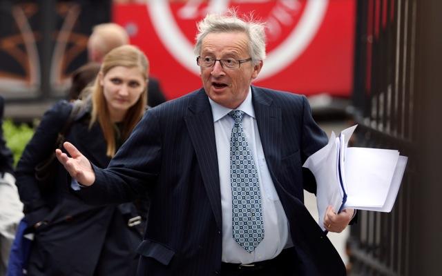 «Η Ευρώπη δεν θα πρέπει να εκβιάζεται» δηλώνει ο Γιούνκερ