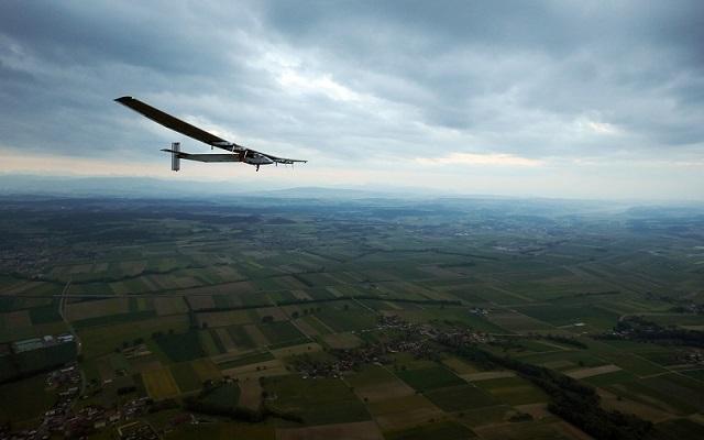 Πραγματοποιήθηκε η πρώτη πτήση ηλιακού αεροπλάνου