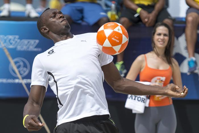 Ο Γιουσέιν Μπολτ παίζει μπάλα με την Visa