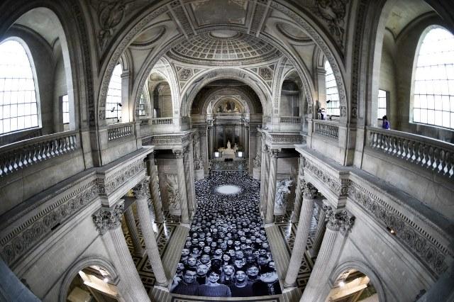 4.000 άτομα «κατέλαβαν» το Πάνθεον του Παρισιού