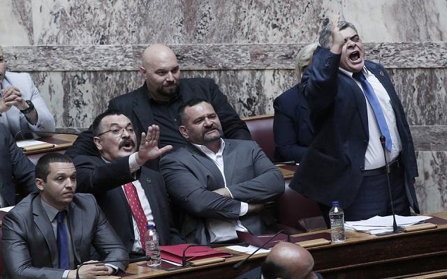 Οι «άθλιοι» του Χρήστου Παππά στη Βουλή