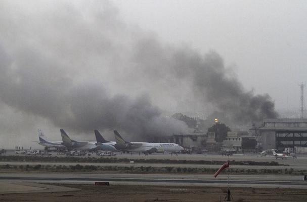 Οι Ταλιμπάν χτύπησαν το αεροδρόμιο στο Καράτσι