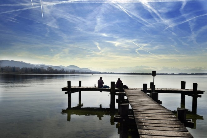 epaselect epa05878925 Two women enjoy the mild spring sun on a pier at the Lake Pfaeffikon, in Pfaeffikon ZH, Switzerland, 30 March 2017.  EPA/WALTER BIERI