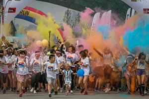 epa06032508 Participants in action as they take part in the 'Color Run' race in Beijing, China, 17 June 2017. During the five-kilometer race, runners are doused with colorful chalk. The event takes place in various cities around the world.  EPA/ROMAN PILIPEY
