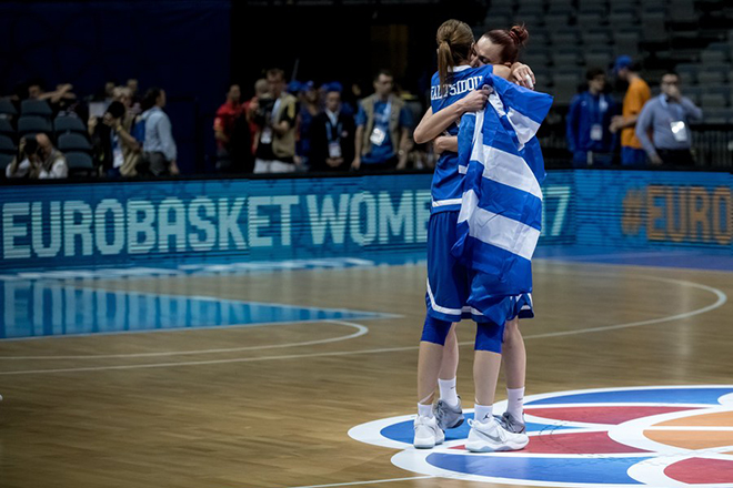 epa06043587 Styliani Kaltsidou (front) of Greece celebrates with her team-mate after winning the quarter final match between Turkey and Greece at the EuroBasket Women 2017 in Prague, Czech Republic, 22 June 2017.  EPA/MARTIN DIVISEK